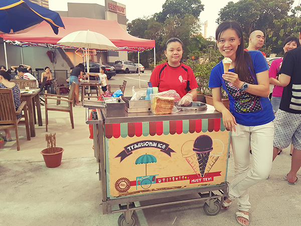 Coach Wen Xin with the traditional ice-cream cart